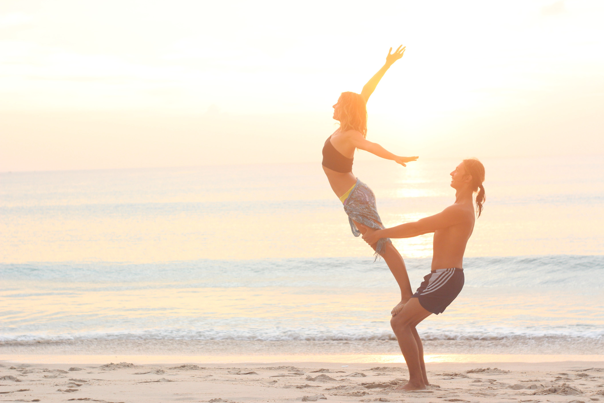 support-love-freedom-flight-trust-happy-couple-sunset-yoga-yoga-on-the-beach-acro-yoga-yoga-couple_t20_g89nzd-2